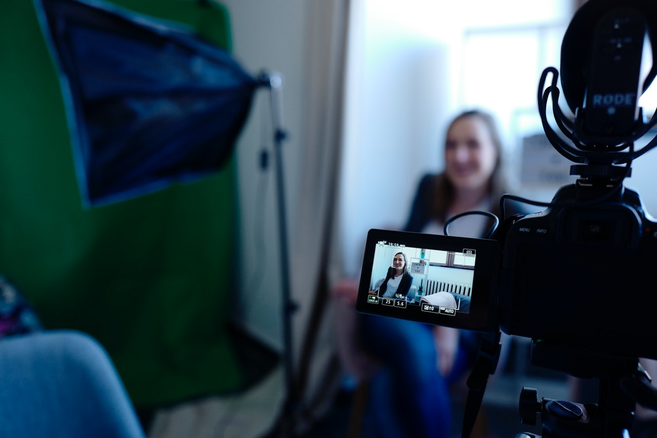 Stories sales funnel: recording a video testimonial