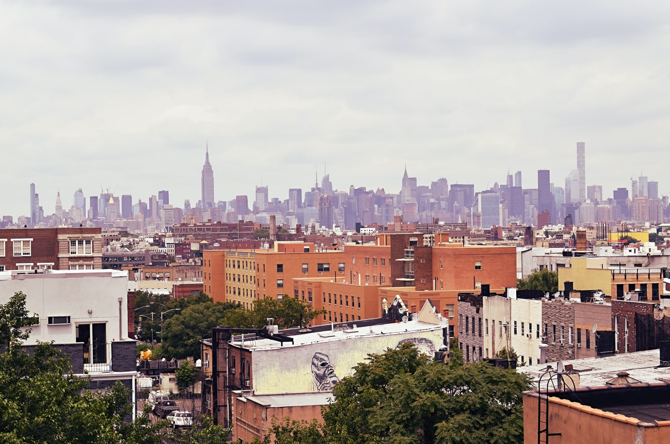 Best Amazon sellers conference: An image of the Brooklyn and New York City skyline.