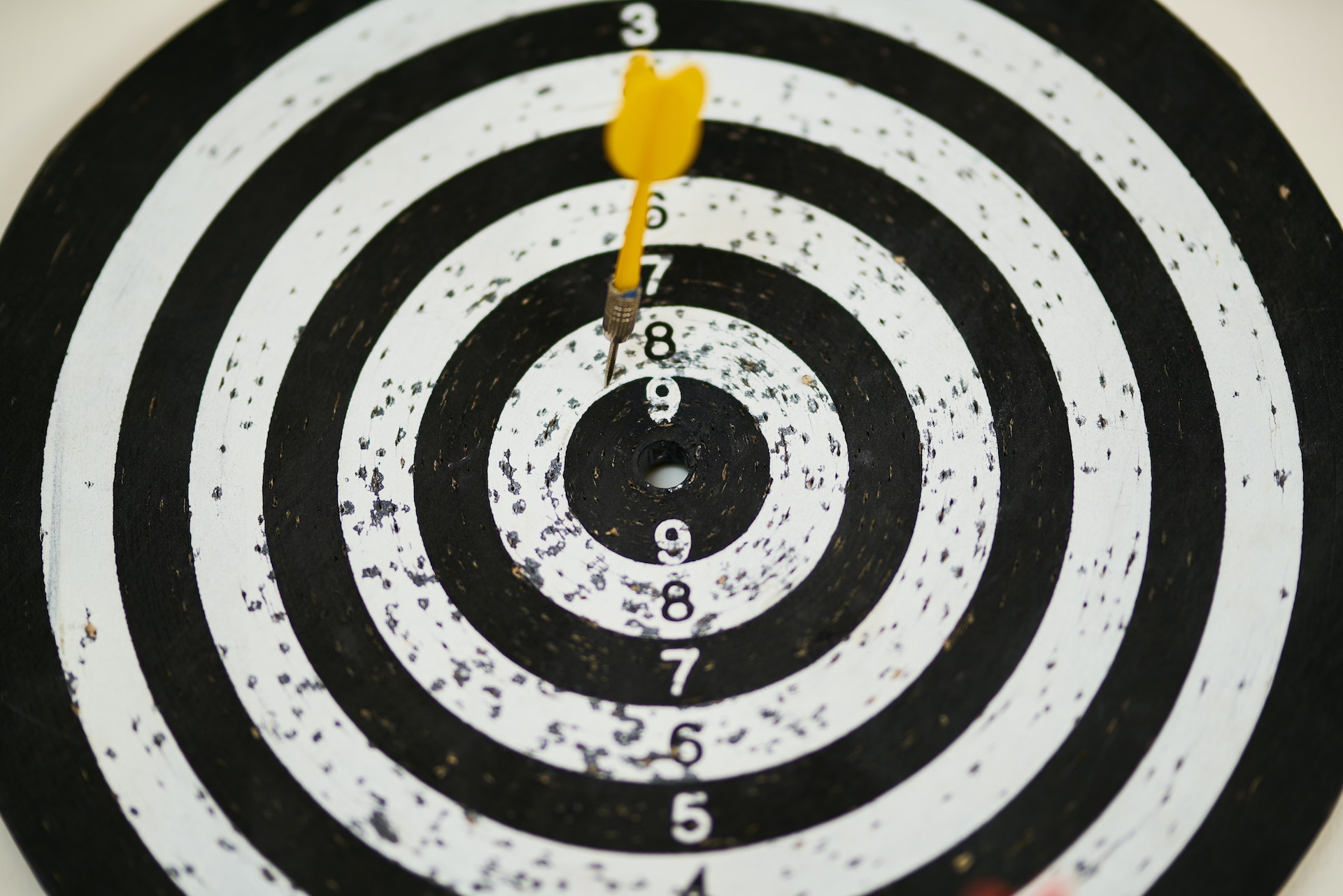 Amazon listing optimization: image of a dartboard