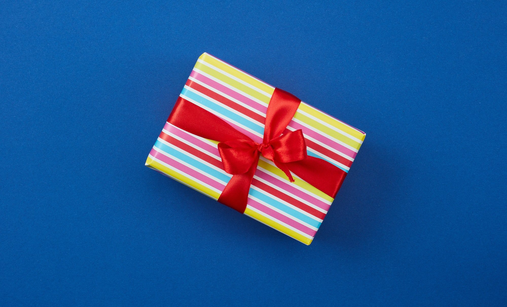 How to get reviews on Amazon: image of a wrapped gift box that a customer would receive